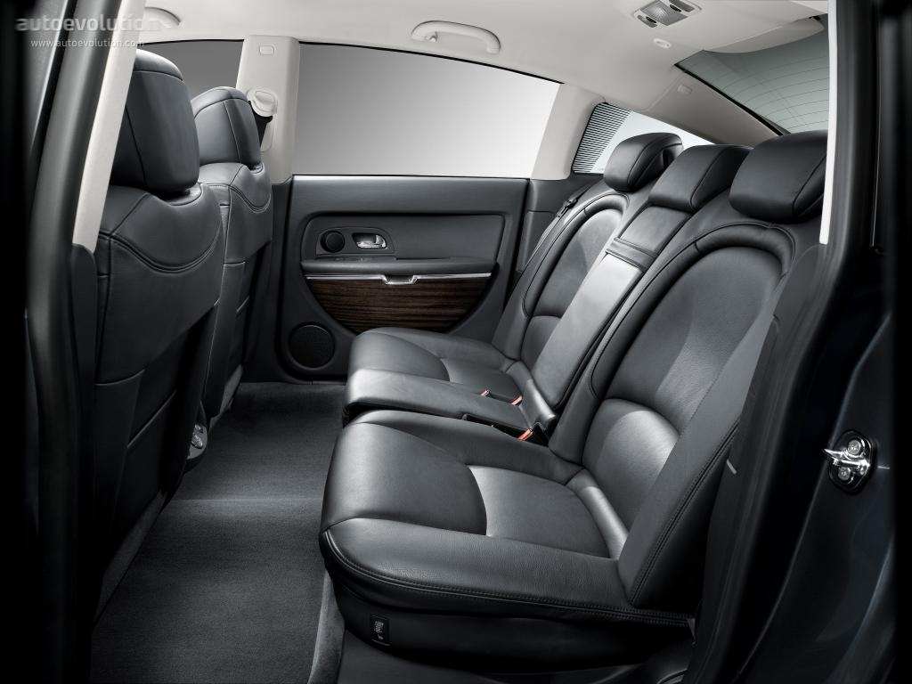 C6 2005 backseat