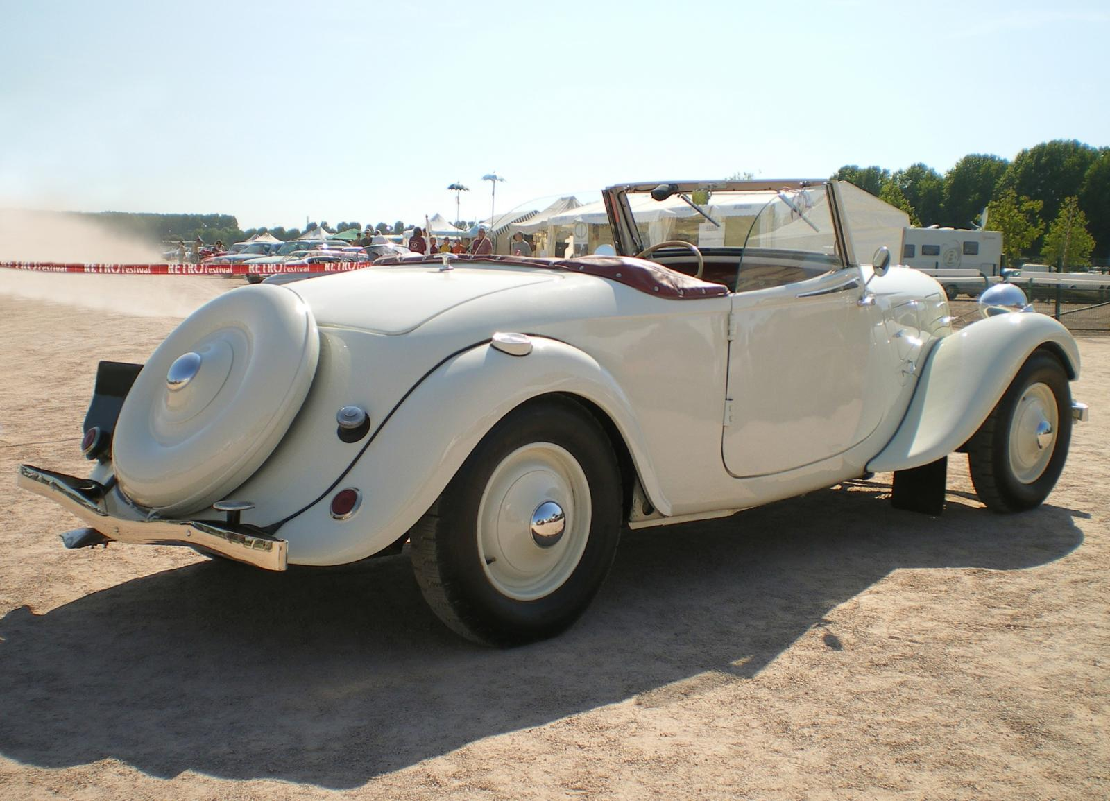 White convertible Traction