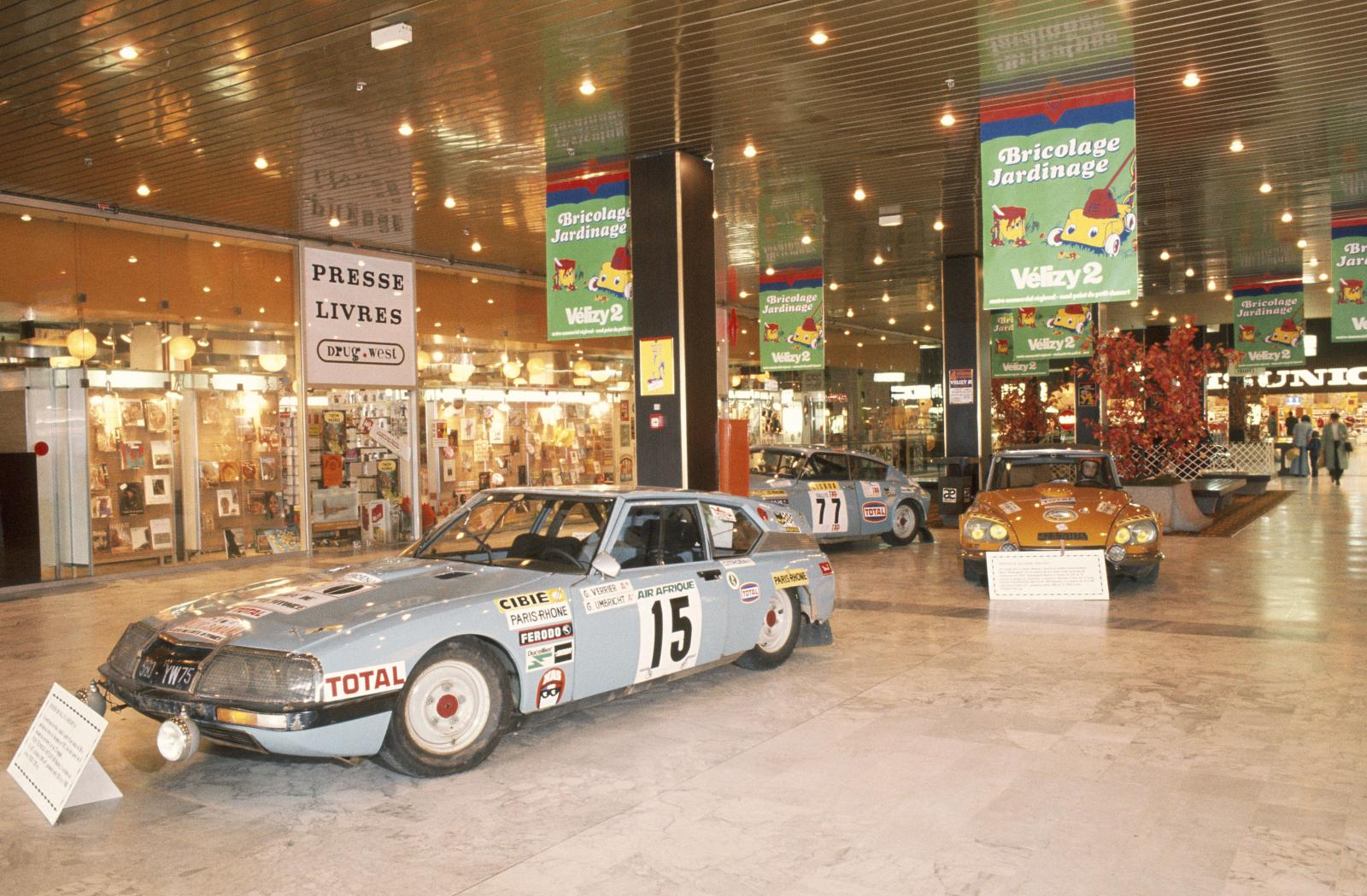 Vélizy Commercial Exhibition Center  - SM & DS rally - 1976