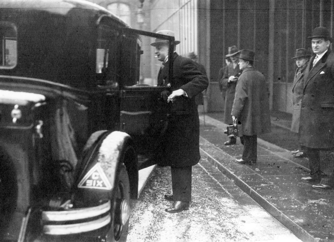 The Minister Louis Serre getting in a C6 in 1933