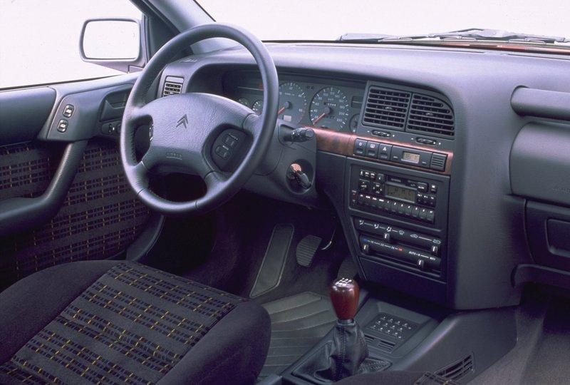 Inside Xantia 2.1 Turbo D Activa 1995