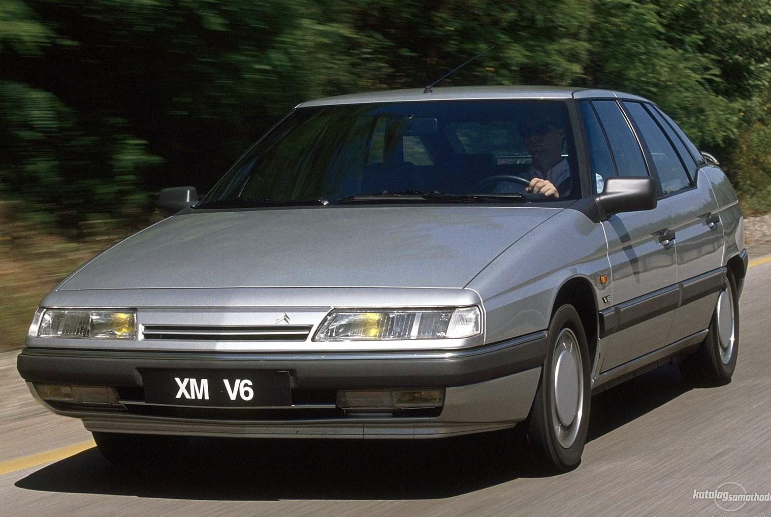 XM V6 1989 front view